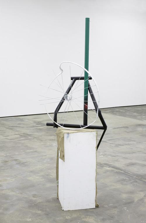 »Strippen in full colour«,       2009<br />      Wood, metal, spraypaint,        195 x 45 x 70 cm<br />