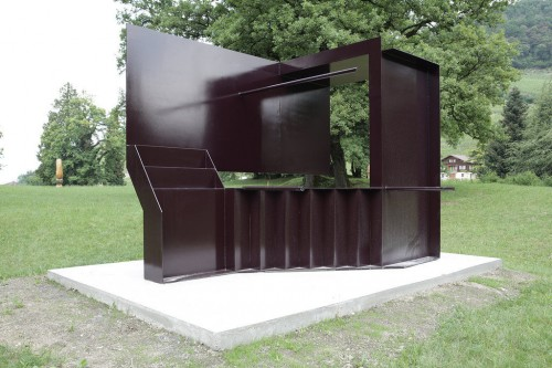 »Twisted Stripclub gives Shelter from Rain«, 2011<br />Steel, paint, 297 x 370 x 270 cm<br />