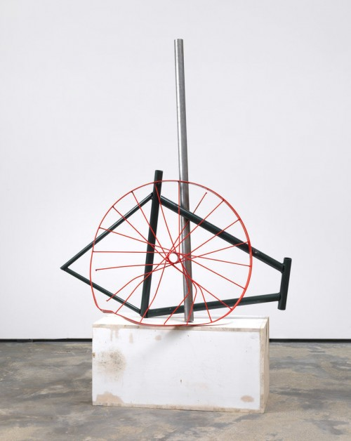 »Strippen in full colour«, 2009<br />Wood, metal, spraypaint, 160 x 97 x 40 cm<br />