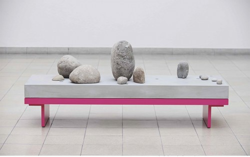 »Daybed #3«,       2013<br />      Concrete, stone, coin, powder coated aluminum,        72 x 170 x 57 cm<br />