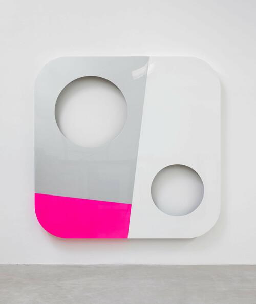 <i>instant vision 44</i>,       2008<br />      lacquered aluminium,        280 x 280 x 15 cm<br />