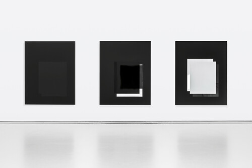 <i>set 46 (2012), set 155 (2013) & set 201 (2014)</i>,       <br />      lacquered aluminum (each),        200 x 160 x 8,8 cm (each)<br />      Exhibition view Kunsthalle Weishaupt, Ulm, Germany