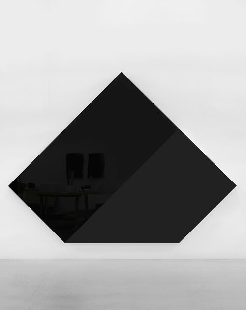 <i>section 4</i>,       2017<br />      lacquered aluminum,        296 x 396 x 14,8 cm<br />