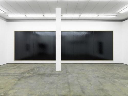 »Wand (Les 100 Plus Belles Chansons - J. Brel)«, 2011<br />Cassette tape on canvas in 5 parts, column, mixed media, 5 Teile à 274 x 198 cm<br />