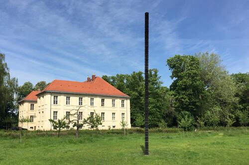 <i>'Säule' at Schlossgut Schwante Sculpture Park, Oberkrämer</i>,       2020<br />      bronze,        h=800, Ø 27 cm<br />