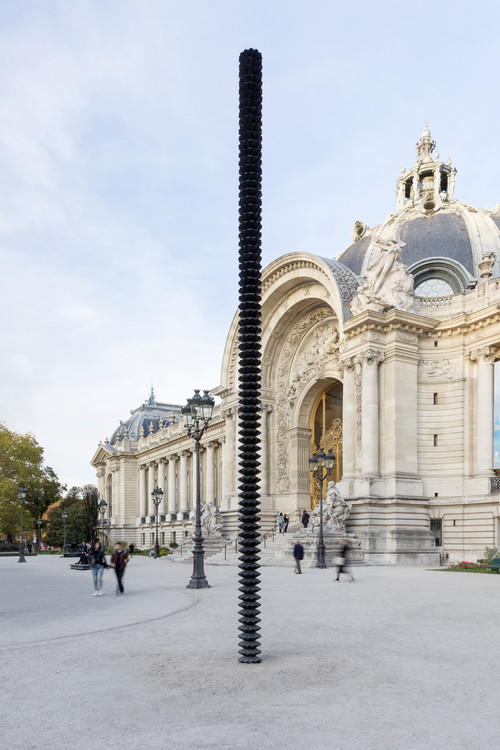 »Säule«,       2018<br />      bronze,        h=800, Ø 27 cm<br />      Installation view, Petit Palais, Paris, France