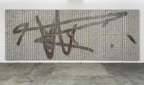 »Großer Kassettensetzkasten«,       2009<br />      dispersion on cardboard, plastic in wooden case,        301 x 792 x 12 cm<br />