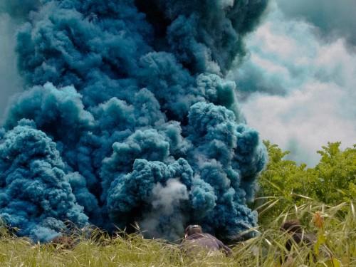 »Celeste«, 2014<br />Still. HD color video, grey sky, sky blue smoke, 5:55 min<br />