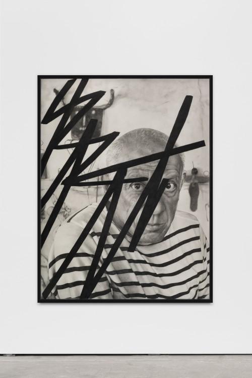 »Killing Pablo #10(B)«, 2015<br />pencil on paper, 150 x 115 cm<br />