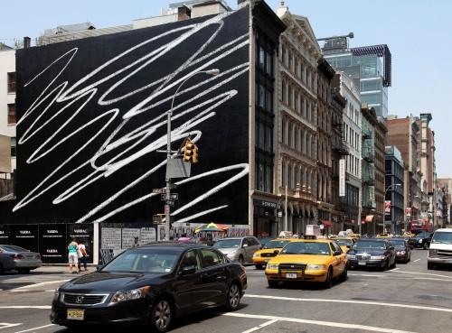 »Public Scribble #1«, 2009<br />Enamel on wall, 80 x 120 feet<br />Soho New York, NY