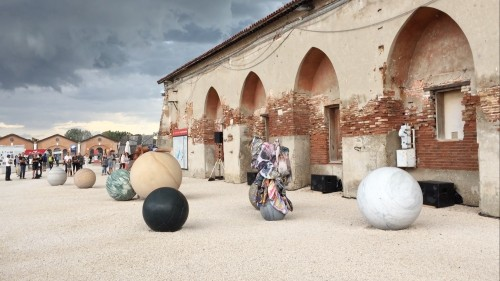 """»Clouded in Veins: A Subjective Geography«, 2017<br />Performance by Mariechen Danz with Ronel Doual, Marko Lakobrija, Brandon Rosenbluth, """"Viva Arte Viva"""" curated by Christine Macel, 57. Biennale di Venezia, Venice, Italy, 2017, Installation """"Pars pro Toto"""" by Alicja Kwade. Costumes by Mariechen Danz, featuring Kerstin Brätschs """"Unstable Talismanic Rendering"""". Music by Gediminas Žygus & UNMAP<br />Video : Duyi Han"""