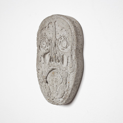 <i>Mask (Kopfschnitt / Beton)</i>,       2015<br />      Cement,        22 x 14 x 2,5 cm<br />