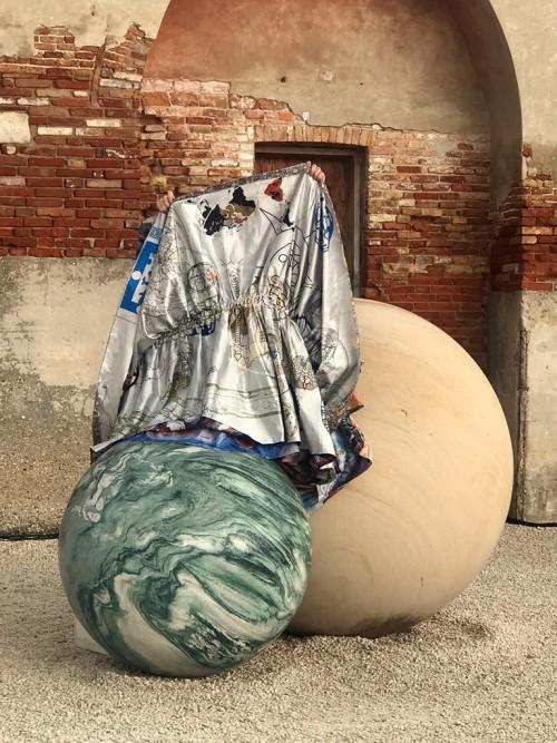 "»Clouded in Veins: A Subjective Geography«, 2017<br />Performance by Mariechen Danz with Ronel Doual, Marko Lakobrija, Brandon Rosenbluth, ""Viva Arte Viva"" curated by Christine Macel, 57. Biennale di Venezia, Venice, Italy, 2017, Installation ""Pars pro Toto"" by Alicja KwadeCostumes by Mariechen Danz, featuring Kerstin Brätschs ""Unstable Talismanic Rendering"". Music by Gediminas Žygus & UNMAP<br />videostill"