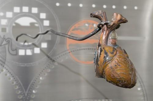 »Heart (copper)«, 2018<br />copper, resin, 8.5 x 11 x 17.5 cm<br />