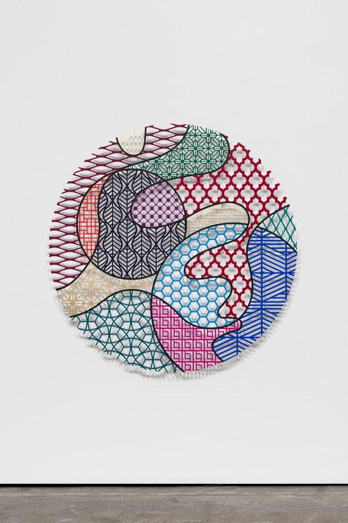»Pattern Kinship, dandelion«,       2019<br />      waterjet cut aluminium, acrylic,        ø 150 x 1 cm<br />