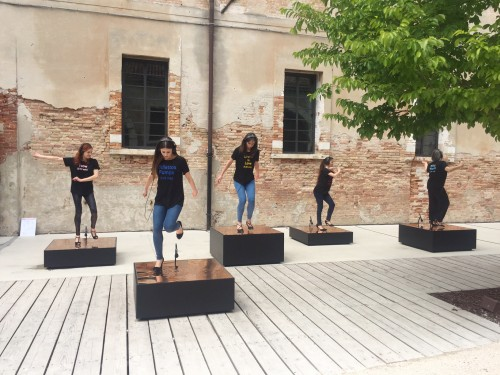 »Raise the Roof (Venice)«, 2017<br />Performance, 57th International Exhibition of La Biennale di Venezia, Venice, Italy, 2017, 8:24 min<br />