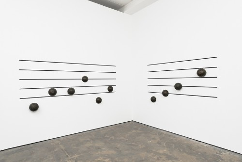 »Tusch 1 (left) and Tusch 2 (right)«, 2015<br />bronze<br />Installation view Wentrup, Berlin, Germany, 2015