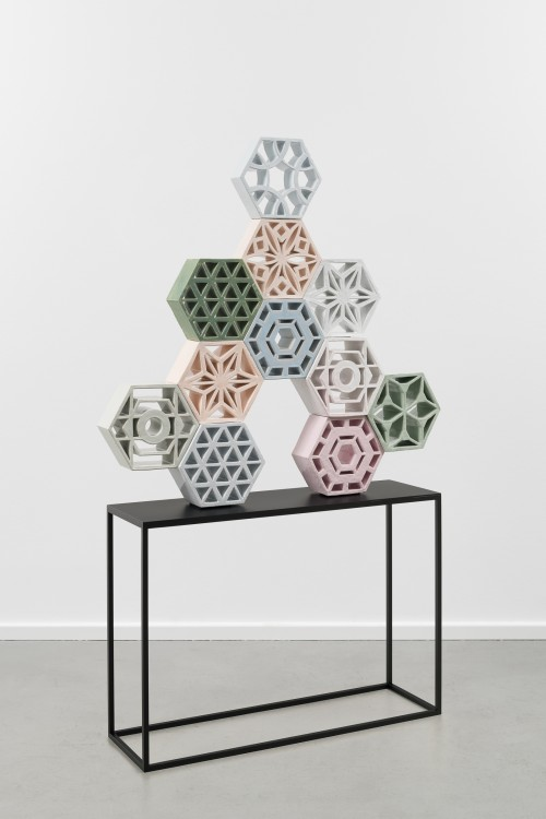 »Jali Tree 1«, 2018<br />glazed ceramic, powder coated steel, 113 x 113 x 15 cm<br />alterate view