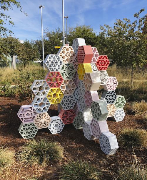 »Jali Blossom Pyramid«,       2018<br />      glazed ceramics,        150 x 200 x 200 cm<br />      Menlo Park, California, U.S.A