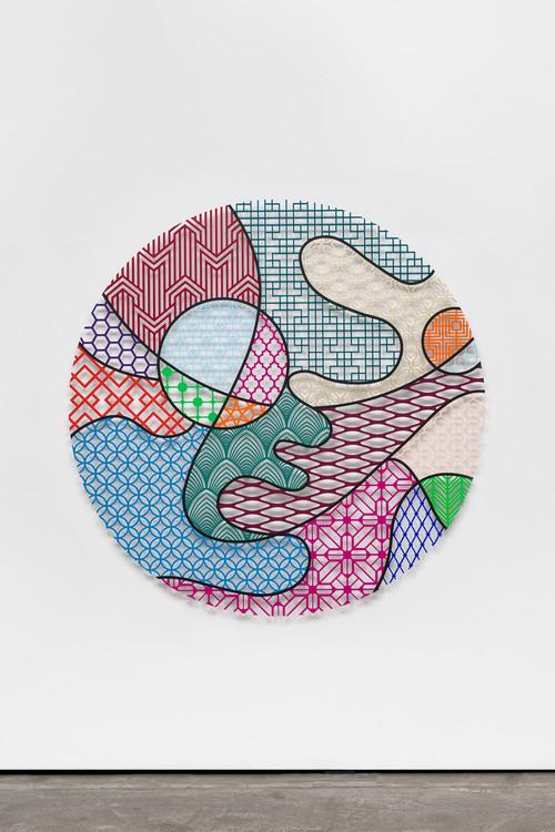 »Pattern Kinship, river«,       2019<br />      waterjet cut aluminium, acrylic,        ø 150 x 1 cm<br />