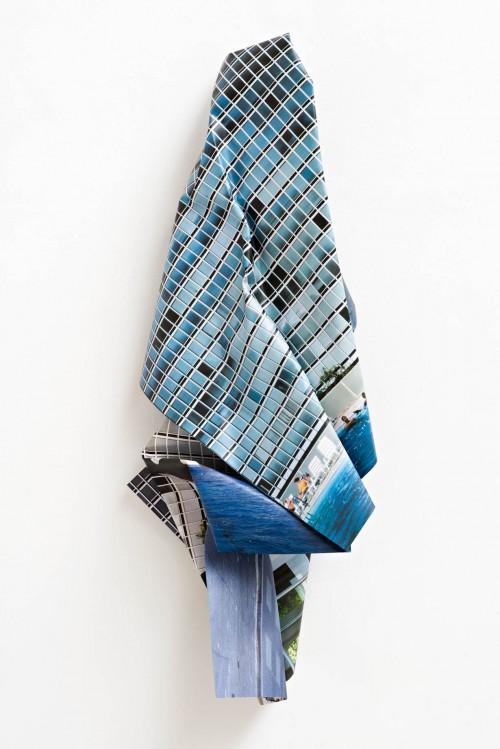 »Lafayette Park 1 (Mies van der Rohe)«, 2016<br />aluminium, stainless steel, digital print, 180 x 70 x 45 cm<br />