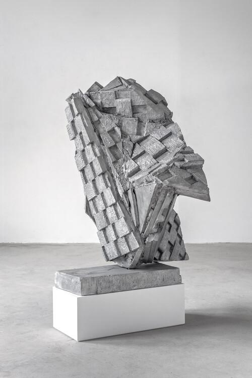 <i>Berliner Kindheit</i>,       2020<br />      aluminum cast,        130 x 100 x 115 cm<br />