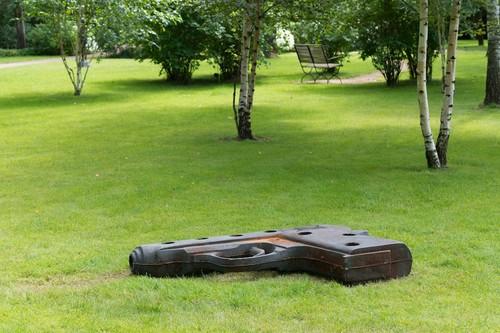 <i>Idealmodell / pk 90</i>,       1991<br />      cast iron,        30 x 160 x 110 cm<br />      Installation view Villa Schöningen, Potsdam, Germany, 2014