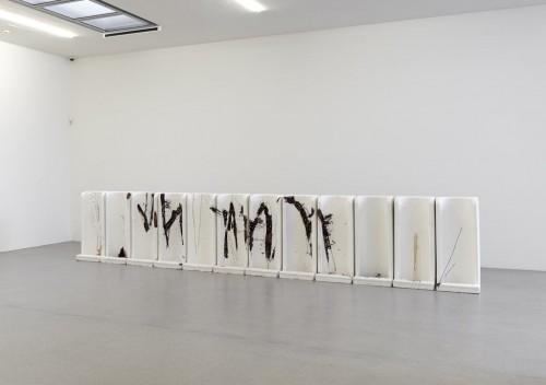 »Milieufragen«, 2007<br />Cement, polyester resin, 112 x 568 x 75 cm<br />