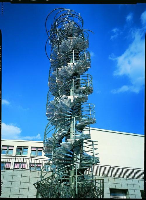 <i>Freitreppe</i>,       1994<br />      steel,        1500 cm<br />      Installationview Zentralverwaltung des Goethe-Instituts, Munich, Germany