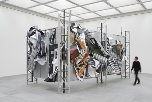 <i>dermaßen regiert zu werden</i>,       2015 (front)<br />      aluminium, stainless steel, digital print,        450 x 765 x 415 cm<br />      Exhibition view, Neues Museum, Nuremberg, Germany, 2015