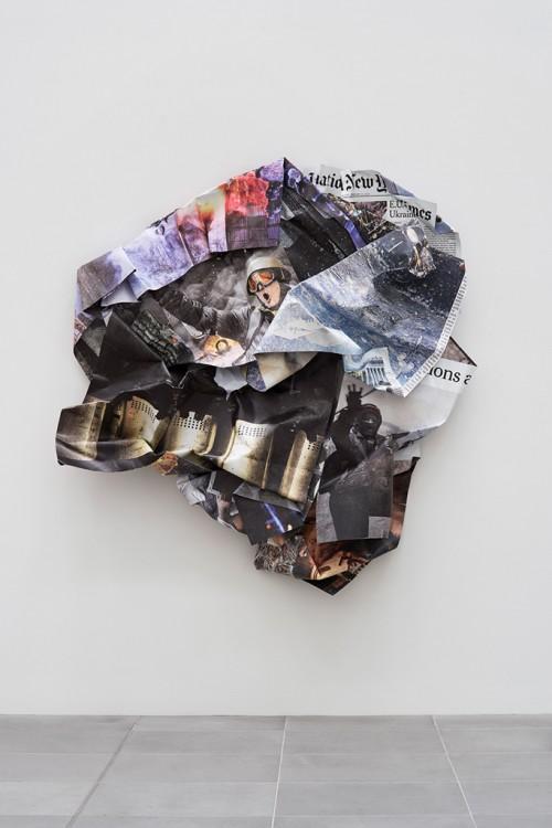 »Maidan III«, 2015<br />minium, stainless steel, digital print, 250 x 240 x 45 cm<br />