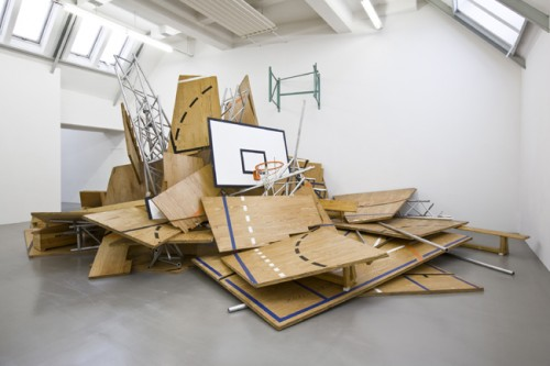 »112 : 104«, 1991<br />Wood, aluminium, steel, plastic, 400 x 850 x 550 cm<br />