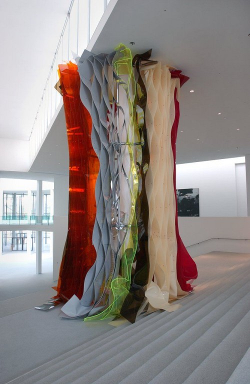 »Die Reise nach Jerusalem«,       2002<br />      Coloured acrylic glass, stroposcope lighting,        appr. 700 cm<br />      Installation view Pinakothek der Moderne, Munich, Germany, 2002