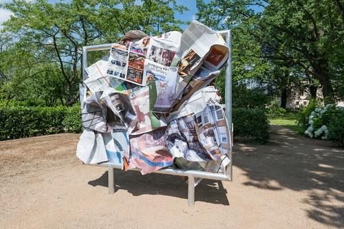 <i>Lublin, 19. Januar 2013</i>,       2013<br />      Aluminium, stainless steel, digital print,        240 x 230 x 60 cm<br />      Installation view Villa Schöningen, Potsdam, Germany, 2014