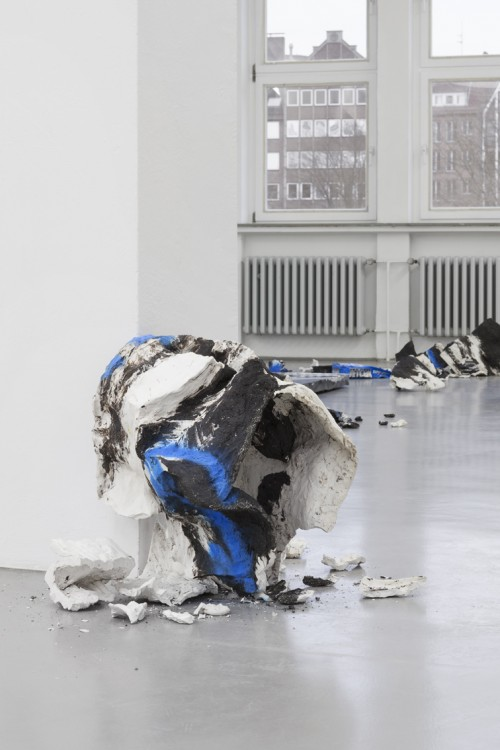 »EVER BUILD«, 2013<br />Porcelain and black Grog<br />Installation view GAK Bremen, Bremen, Germany, 2014