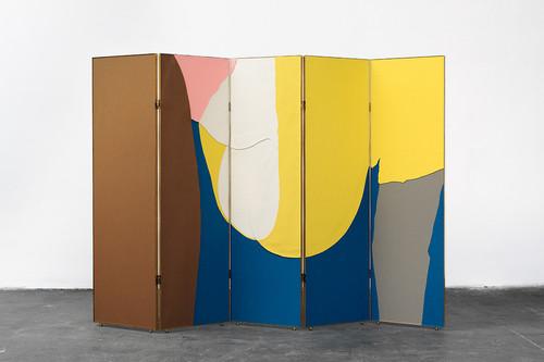 <i>doggy (folding screen)</i>,       2014<br />      felt, wood, zebrawood, verneer, brass,        182 x 253 x 3 cm<br />