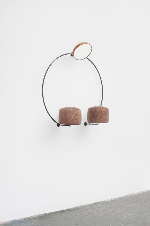 »13. Station«, 2014<br />iron, wood, mirror, leather, 100 x 95 x 36 cm<br />