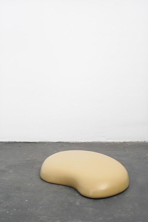 <i>Gummi (yellow)</i>,       2000<br />      caoutchouc, foam, wood,        20 x 160 x 110 cm<br />