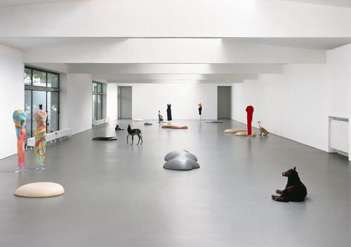 <i>Déformation Professionnelle (Gummis,Tierpräparate und Kleider von Comme des Garçons)</i>,       <br />             <br />      Installation view, Kölnischer Kunstverein, Cologne, Germany, 1997