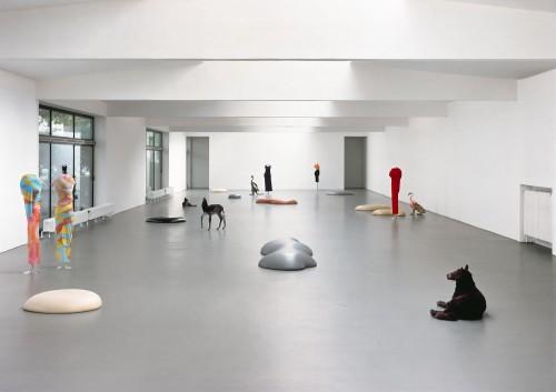 »Déformation Professionnelle (Gummis,Tierpräparate und Kleider von Comme des Garçons)«, <br /><br />Installation view, Kölnischer Kunstverein, Cologne, Germany, 1997