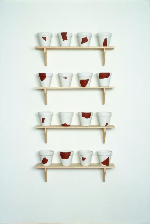 <i>Rekonstruktionen (resconstructions)</i>,       1988/1994<br />      pug, plaster, wood,        18 x ø 19,5 cm (flowerpot), 22,8 x 100 x 22 cm (shelves)<br />
