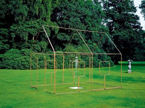 »mit Dusche, Ein-Linien-Raumzeichnung als Wasserleitung«,       1986/2012<br />      Installation view Middelheim Museum, Antwerp, Belgium, 2001,       <br />