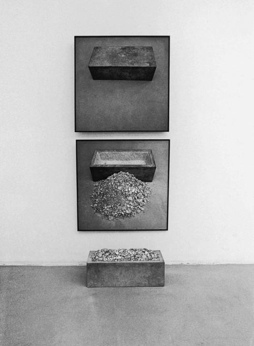 »Trog, sich selbst beinhaltend«,       1969/75<br />      Sandstone,       <br />