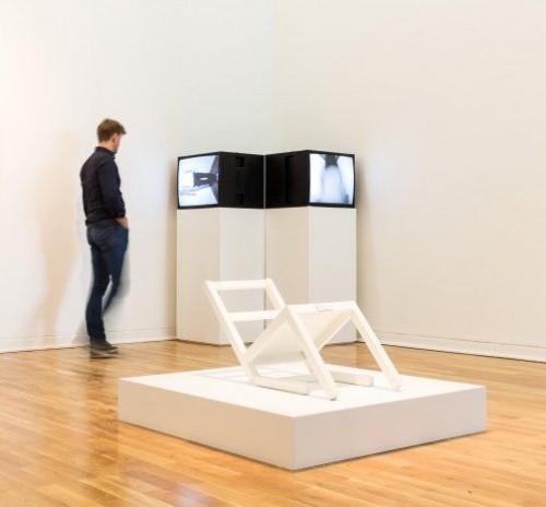 »Der erste sitzende Stuhl (nach langem Stehen sich zur Ruhe setzend)«,       2013<br />      Installation view Kunstmuseum Wolfsburg, Wolfsburg, Germany,       <br />
