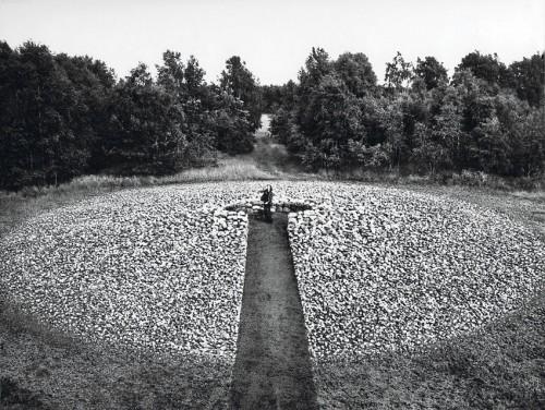 »Ego-zentrischer Steinkreis: Steine in Wurfweite«,       1977<br />             <br />      Ego-centric stone circle: stones in throwing range, Illhorn-Neuenkirchen