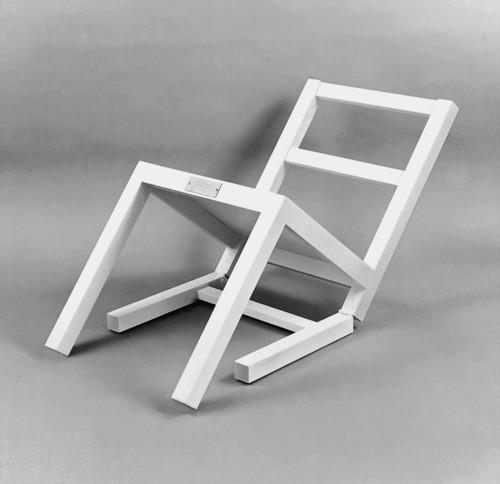 <i>Der erste sitzende Stuhl (nach langem Stehen sich zur Ruhe setzend)</i>,       1970<br />      Painted wood,        90 x 45 x 45 cm<br />