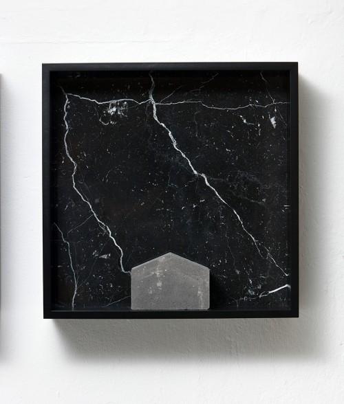 »Versteinerter Himmel XV, (Petrified Sky XV)«,       1983-2015<br />      Granite, marble, MDF, concrete cobblestone,        60 x 60 x 15 cm<br />