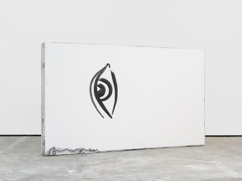 »remnant 3«, 2016<br />acrylic on canvas, jesmonite, pigments, wood, 136 x 227 x 17 cm<br />