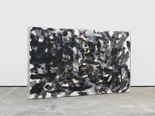 »remnant 2«, 2016<br />acrylic on canvas, jesmonite, pigments, wood, 136 x 227 x 17 cm<br />