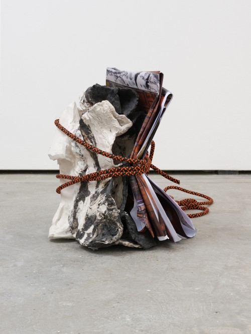 »mid fall 4«, 2016<br />porcelain, black grog, paper, rope, 63 x 48 x 48 cm<br />